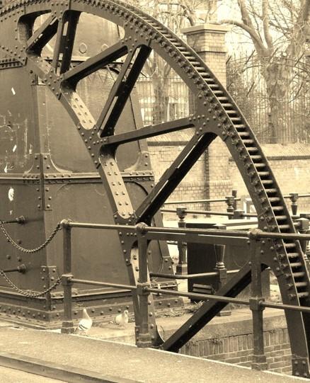 iron_bridge_maria_magdalena_essence